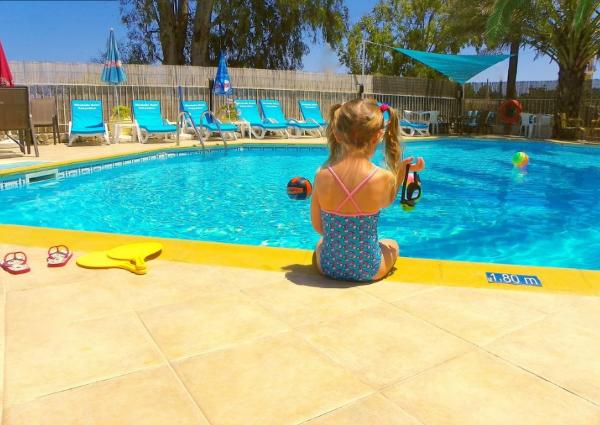 Mirabelle Hotel har en dejlig pool med poolbar