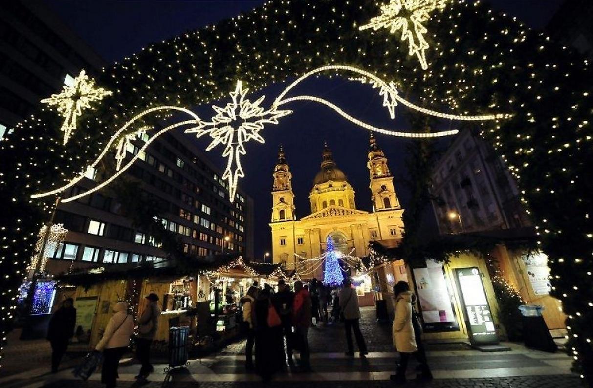 Julemarked i historiske rammer - her ved basilikaen.