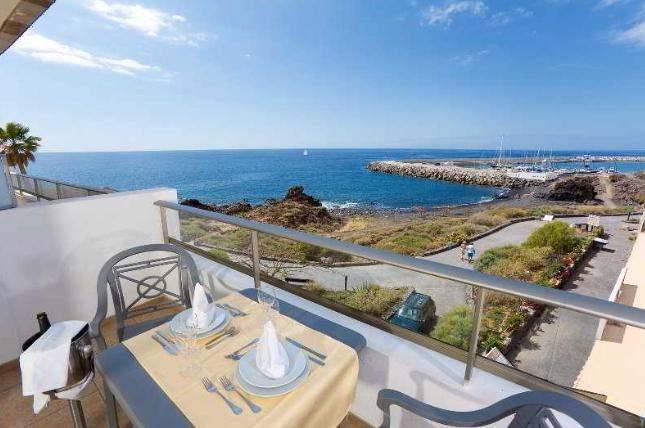Hotel Gema Aguamarina Golf ligger ved havet på Tenerifes sydkyst - kun 5 min fra lufthavnen