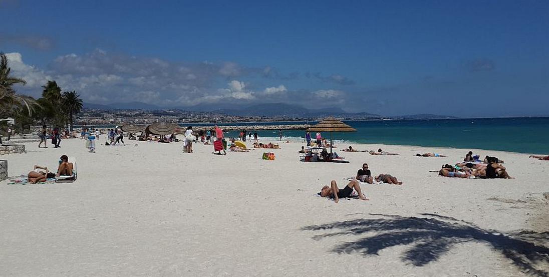 Denne dejlige sandstrand ligger kun 50 m fra lejligheden