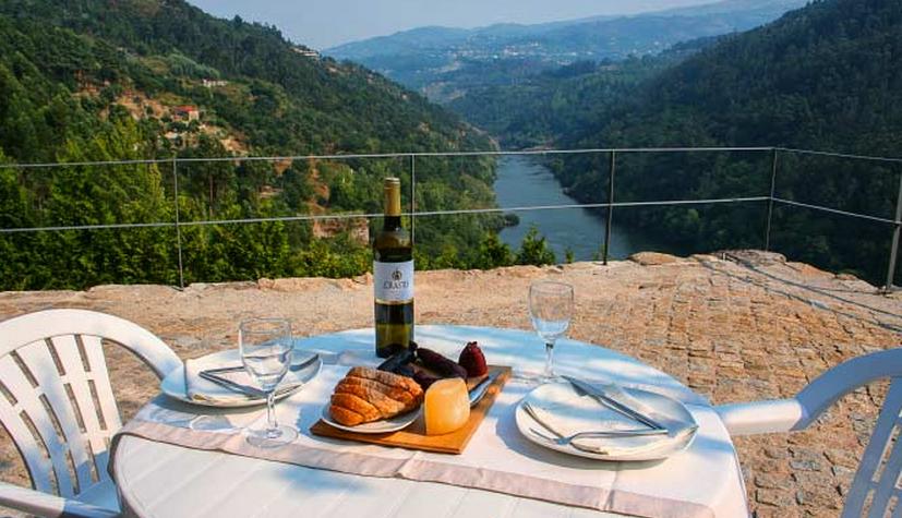 Frokost med udsigt over Douro-floden