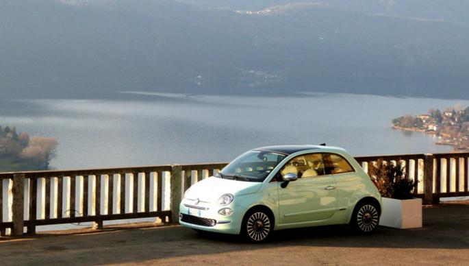 Italien opleves bedst i en Fiat 500...